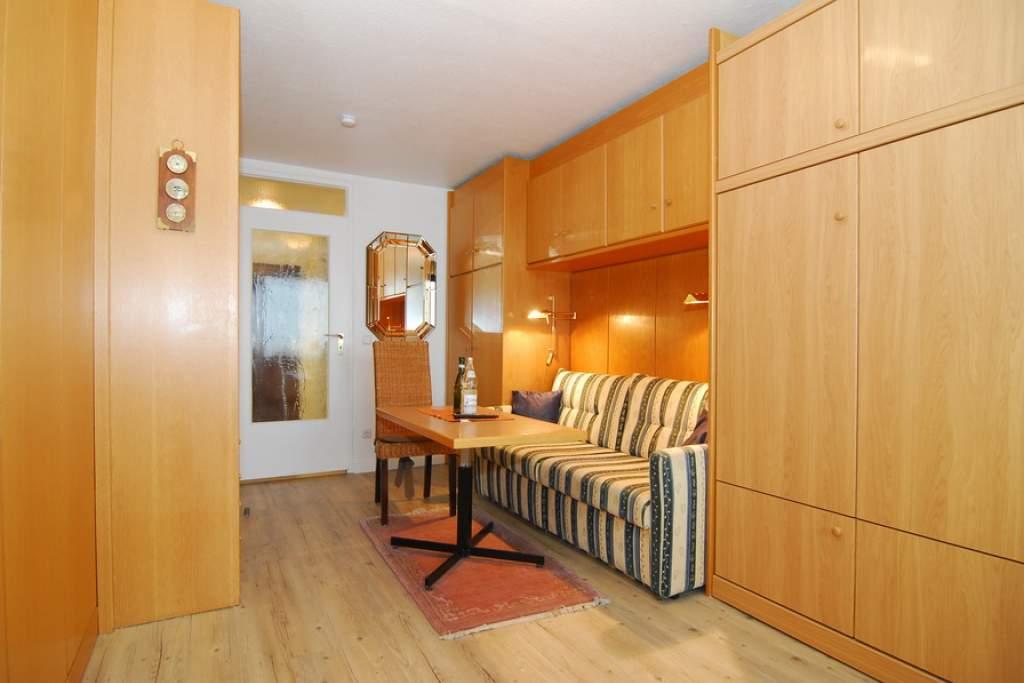 sylter welle whg 26 seeseite in westerland mit meeresblick balkon und internetanschluss. Black Bedroom Furniture Sets. Home Design Ideas